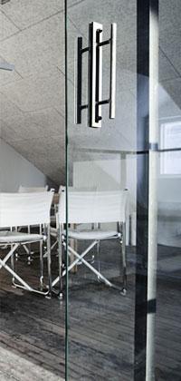 Vindskontor med glasdörr